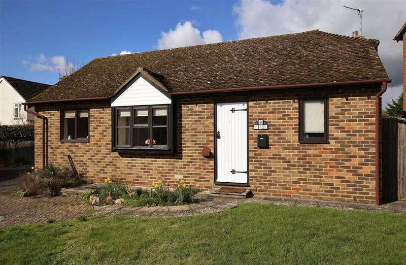 2 Bedrooms Detached Bungalow for sale in Hadlow, Kent