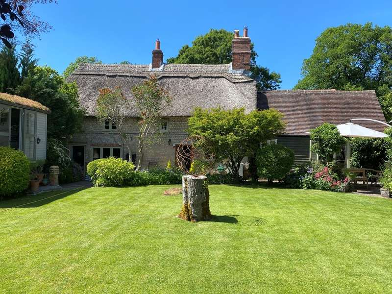 4 Bedrooms Detached House for sale in High Street, Sutton Veny