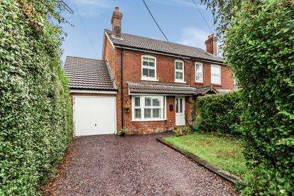 3 Bedrooms Semi Detached House for sale in Cadnam, Southampton, Hampshire