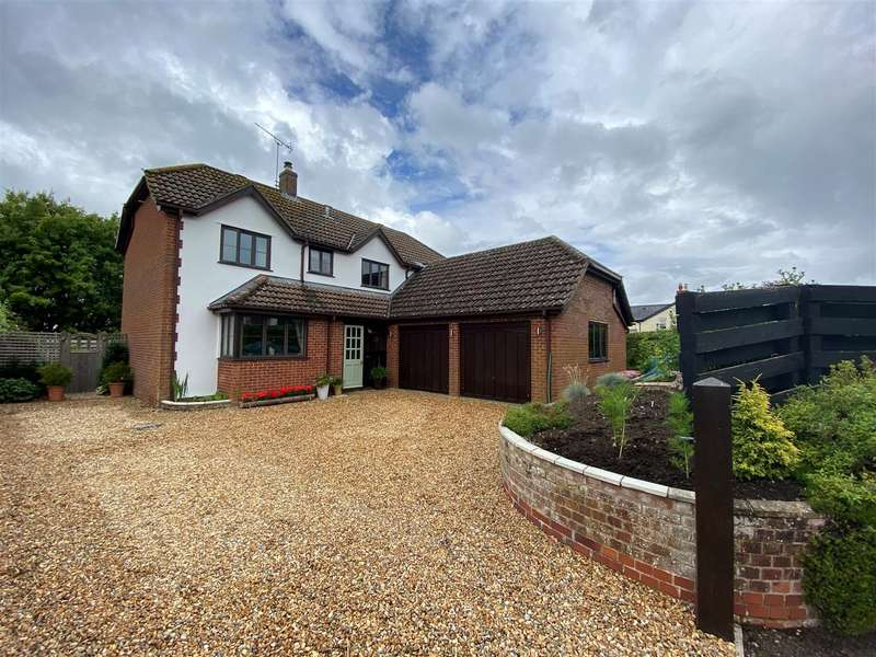 4 Bedrooms Detached House for sale in The Street, Cherhill, Calne