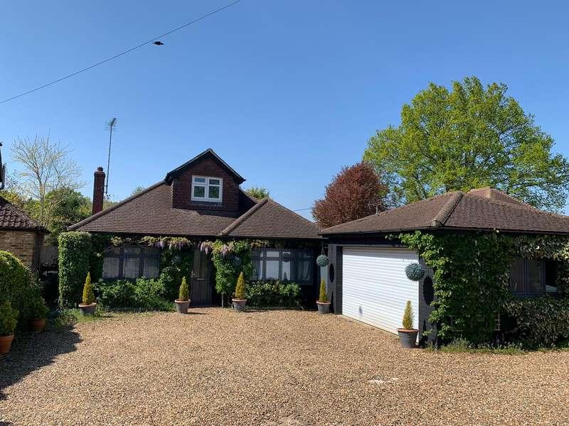 5 Bedrooms Detached Bungalow for sale in Woodham Park Road, Woodham, KT15