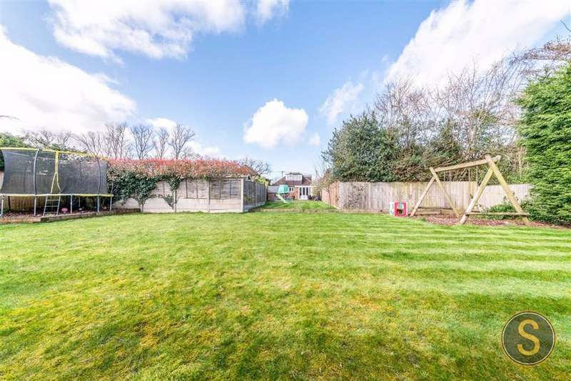 5 Bedrooms Detached House for sale in Chesham Road, Ashley Green, Nr Berkhamsted