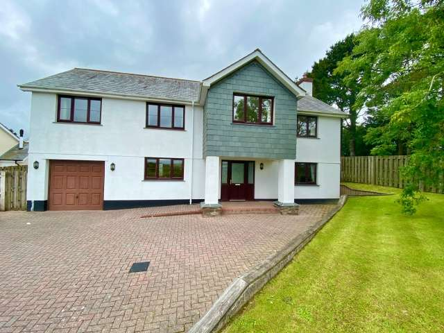 5 Bedrooms Detached House for sale in Camelford Station