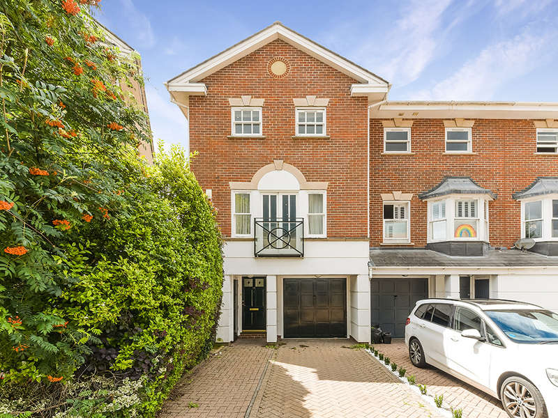 3 Bedrooms End Of Terrace House for sale in Hayward Road, Thames Ditton