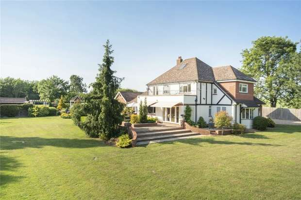4 Bedrooms Detached House for sale in St Neots Road, Renhold, Bedfordshire
