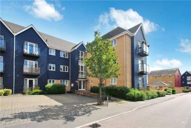2 Bedrooms Apartment Flat for sale in Zeus Road, Southend-on-Sea, Essex