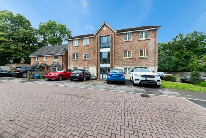 2 Bedrooms Flat for sale in Westfield Gardens, Newport. NP20 6PW