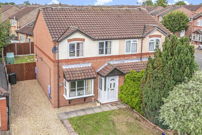 3 Bedrooms Semi Detached House for sale in College Close, Horncastle, Lincs, LN9 6BZ