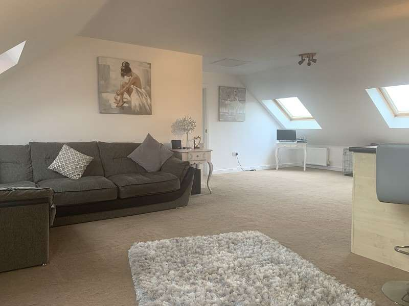 2 Bedrooms Penthouse Flat for sale in Gadfield Court, Atherton, Greater Manchester. M46 0SL