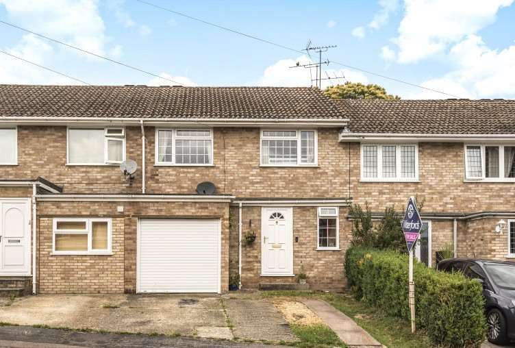 3 Bedrooms Terraced House for sale in Greenhaven, Yateley, GU46