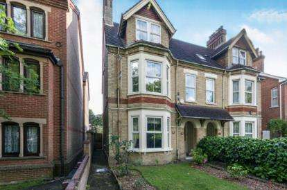 6 Bedrooms Semi Detached House for sale in Clapham Road, Bedford, Bedfordshire