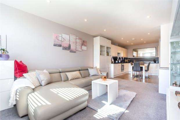 1 Bedroom Apartment Flat for sale in West House, Plough Road, Yateley