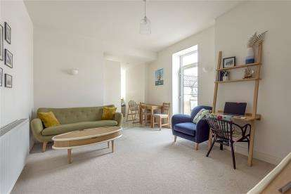 1 Bedroom Flat for sale in High Street, Bromley