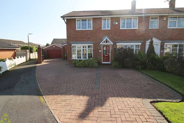 5 Bedrooms Semi Detached House for sale in Roscoes Court, Westhoughton, BL5 2QJ