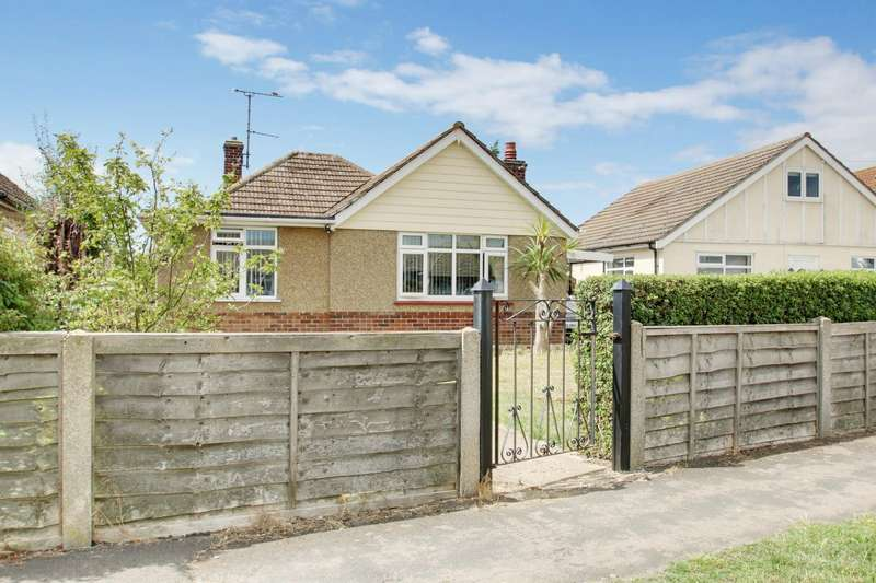 3 Bedrooms Detached Bungalow for sale in The Crescent, Clacton-On-Sea