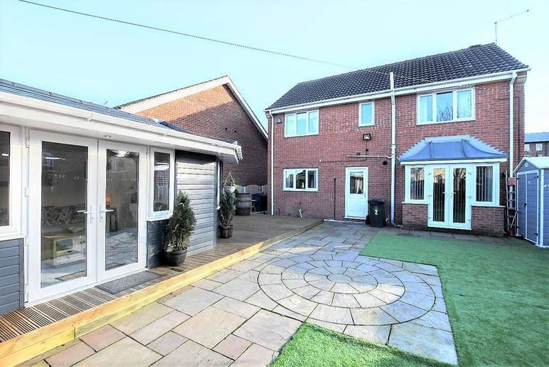 5 Bedrooms Detached House for sale in Old Oaks View, Barnsley, S70 3RN