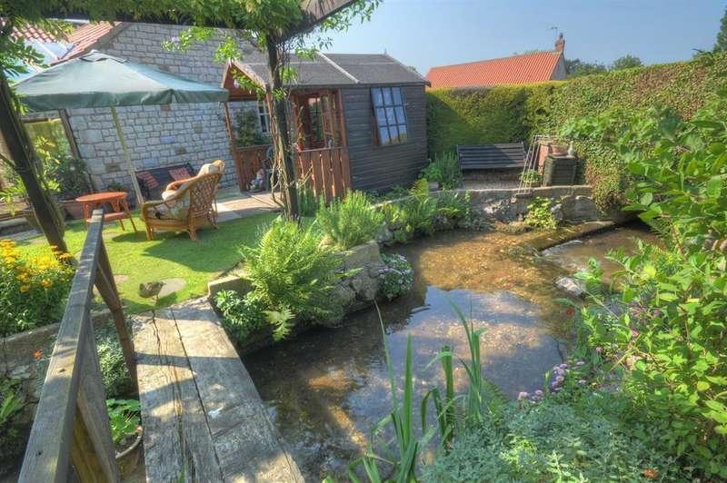 2 Bedrooms Bungalow for sale in Eastbeck Close, Sherburn, Malton, YO17 8PU
