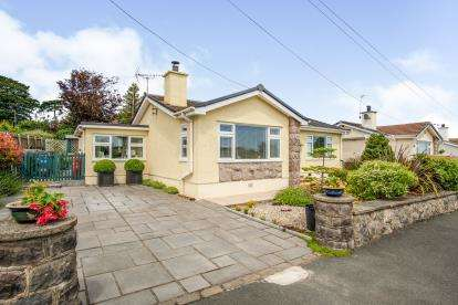 2 Bedrooms Bungalow for sale in Lon Penrhyn, Benllech, Anglesey, North Wales, LL74