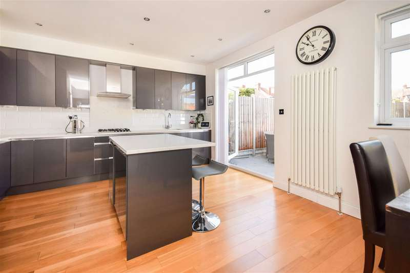 4 Bedrooms Terraced House for sale in Cherrywood Lane