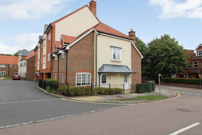 2 Bedrooms Apartment Flat for sale in Woodman House, High Street, Rickmansworth