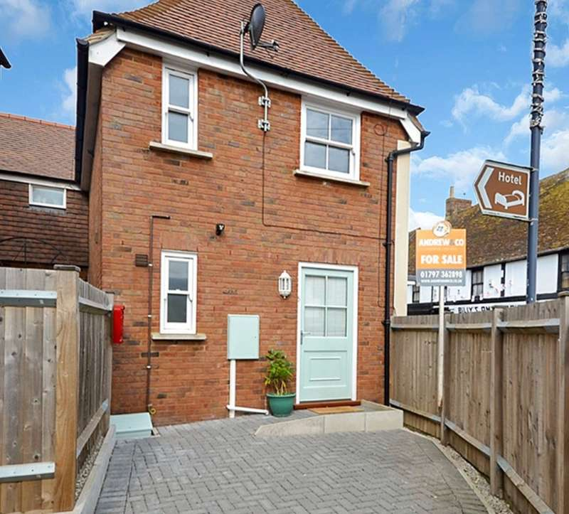 2 Bedrooms Semi Detached House for sale in Smugglers Mews, New Romney