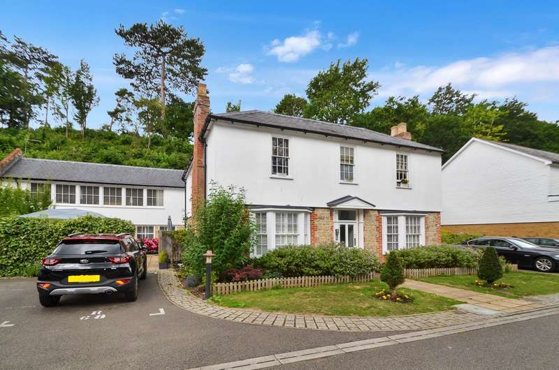 2 Bedrooms Flat for sale in Hayle Mill Road, Maidstone