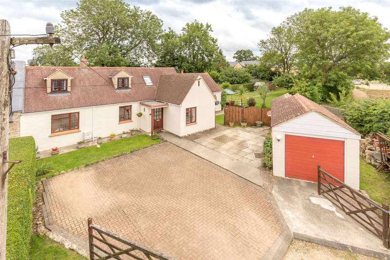 3 Bedrooms Detached Bungalow for sale in New Yatt Road, North Leigh, WITNEY, Oxfordshire, OX29