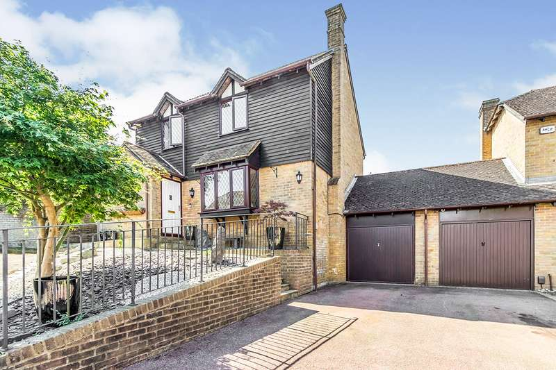4 Bedrooms Detached House for sale in Malus Close, Chatham, Kent, ME5