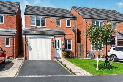 3 Bedrooms Detached House for sale in Harrier Close, Lostock, Bolton, Greater Manchester, BL6