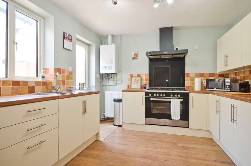 3 Bedrooms Semi Detached House for sale in Lake , Isle Of Wight
