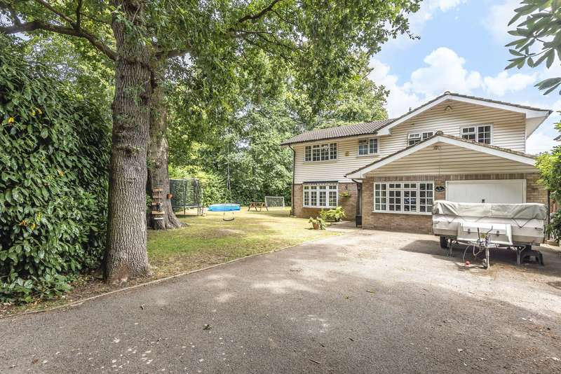 4 Bedrooms Detached House for sale in Dartnell Park Road, West Byfleet, KT14