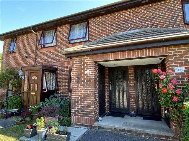 2 Bedrooms Flat for sale in Carronade Walk, Hilsea, Portsmouth, Hampshire, PO3 5LX