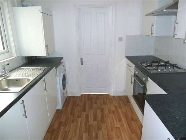 3 Bedrooms Flat for rent in High Street Colliers Wood, Colliers Wood, SW19