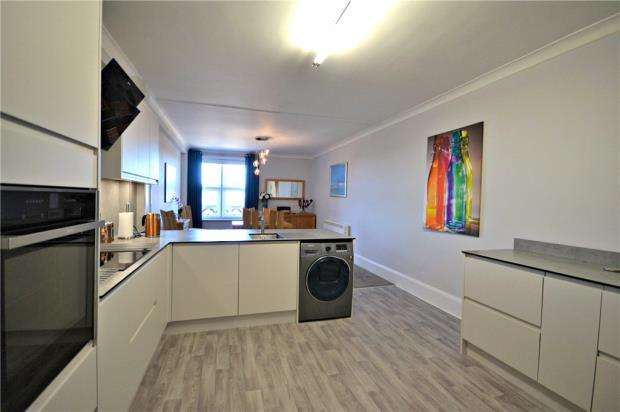2 Bedrooms Retirement Property for sale in Harvest House, Cobbold Road, Felixstowe