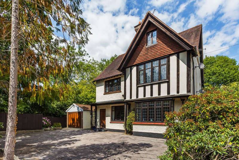 6 Bedrooms Detached House for sale in Barrow Green Road, Oxted, RH8