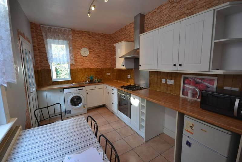 4 Bedrooms Terraced House for rent in Barclay Street , West End , Leicester LE3