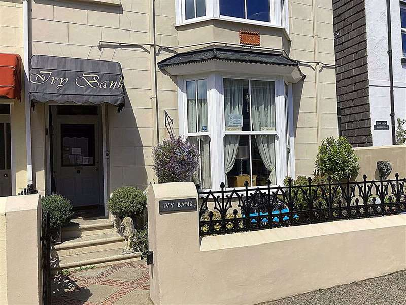7 Bedrooms Guest House Gust House for sale in Harding Street, Tenby