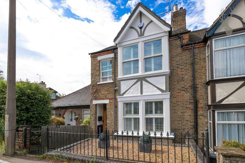 4 Bedrooms End Of Terrace House for sale in Church Road, Buckhurst Hill