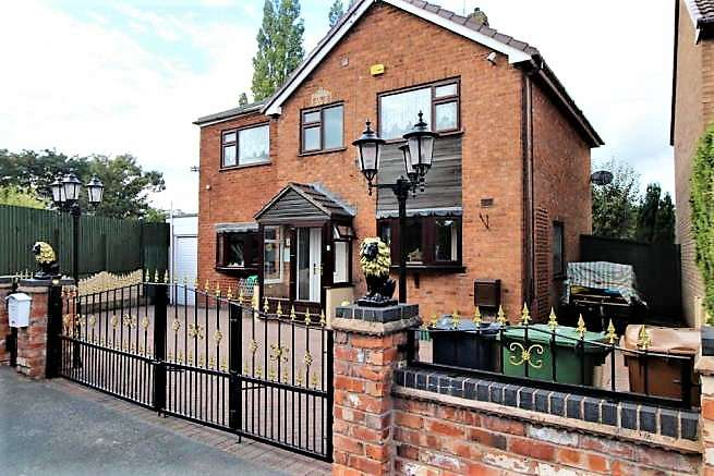 4 Bedrooms Detached House for sale in Riding Way, Willenhall