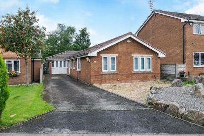 6 Bedrooms Bungalow for sale in Chelmer Close, Westhoughton, Bolton, Greater Manchester, BL5