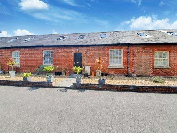 2 Bedrooms Terraced House for sale in Royal Engineers Mews, Weevil Lane, Gosport