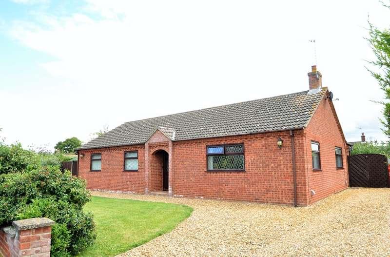 3 Bedrooms Detached Bungalow for sale in Whyteway, Rumburgh, Halesworth