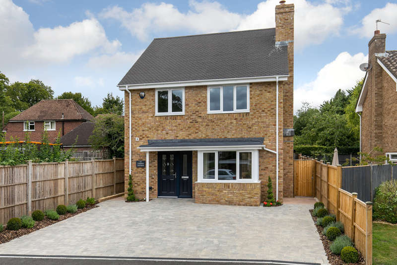 4 Bedrooms Detached House for sale in Ruffield Close, Winchester, SO22
