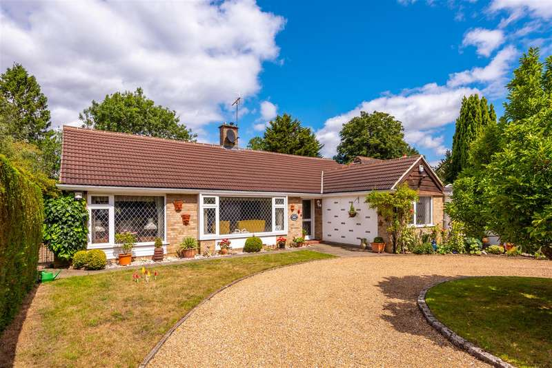4 Bedrooms Detached Bungalow for sale in Horley Row, Horley