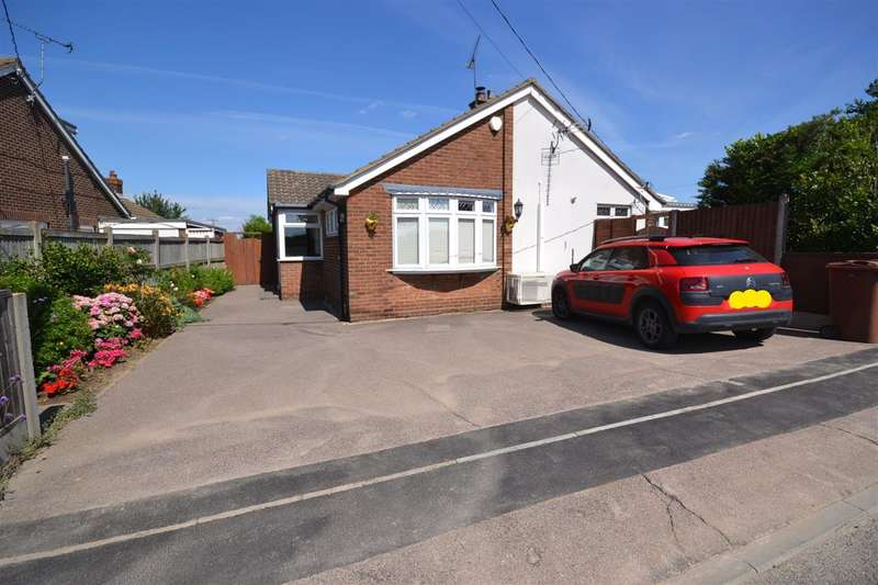 3 Bedrooms Detached Bungalow for sale in Heath Road, Orsett Heath