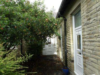 1 Bedroom Bungalow for sale in Carlton Court, Barrowford Road, Colne, Lancashire, BB8