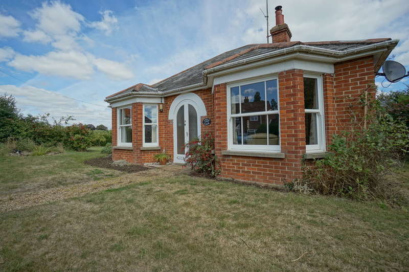 2 Bedrooms Cottage House for sale in Staithe Road, Burgh St. Peter, Beccles