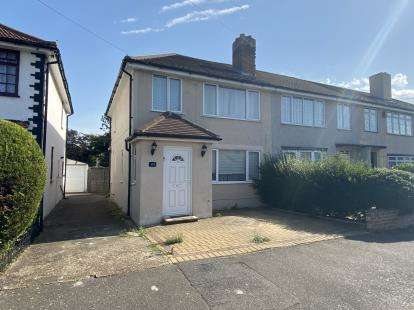 3 Bedrooms Semi Detached House for sale in Elm Park, Essex
