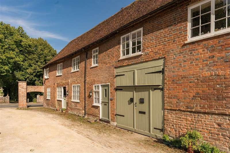 2 Bedrooms Mews House for sale in Stablegate Mews, St Stephens Road, Canterbury