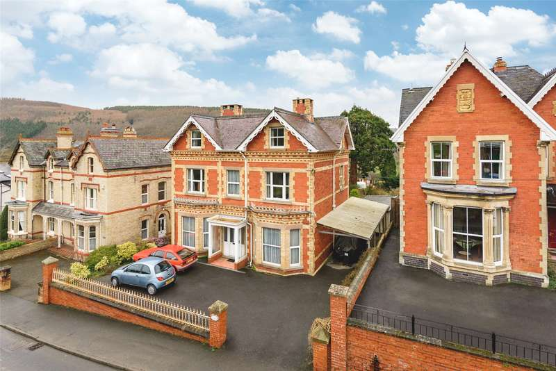 7 Bedrooms Detached House for sale in Presteigne Road, Knighton, Powys, LD7 1HY